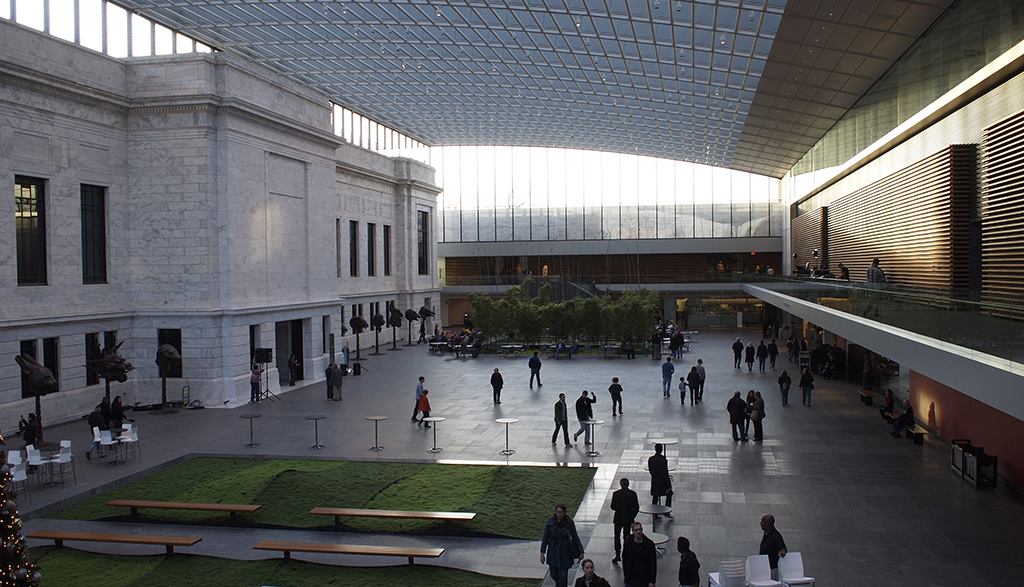 The atrium between the original and the new gallery buildings