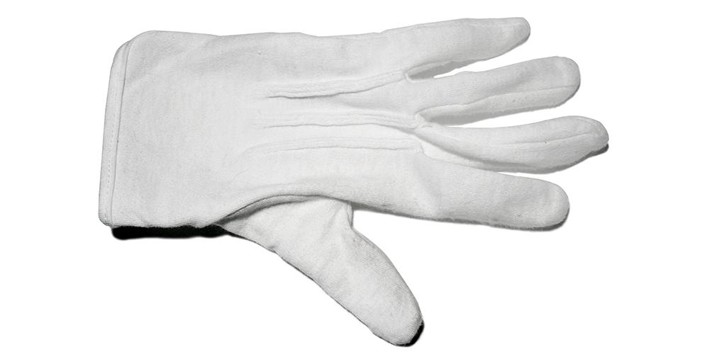 Les gants de coton vous évitent de toucher les ternissures et protègent votre collection des huiles présentes sur vos mains