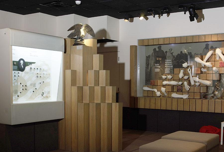galerie 2 de l'ancien Musée de la monnaie, vitrine sur les origines de la monnaie