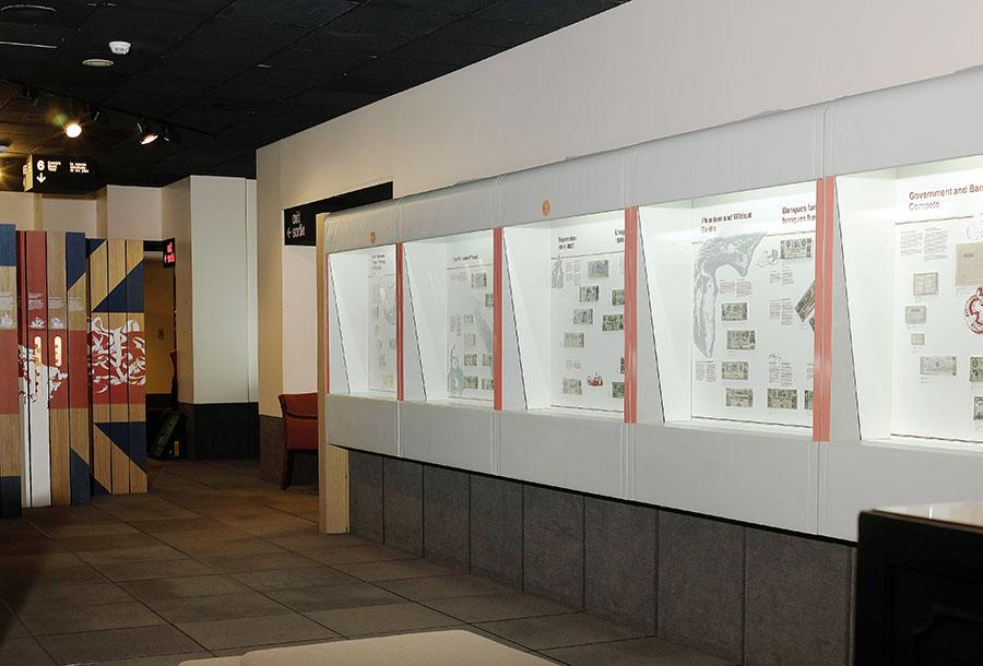 galerie 4 de l'ancien Musée de la monnaie, vitrines et objets