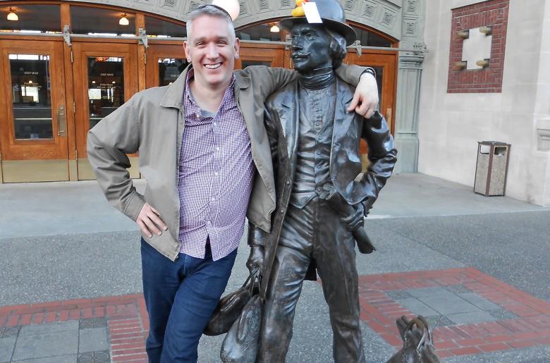 Matt à Tacoma Union Station avec un ami.