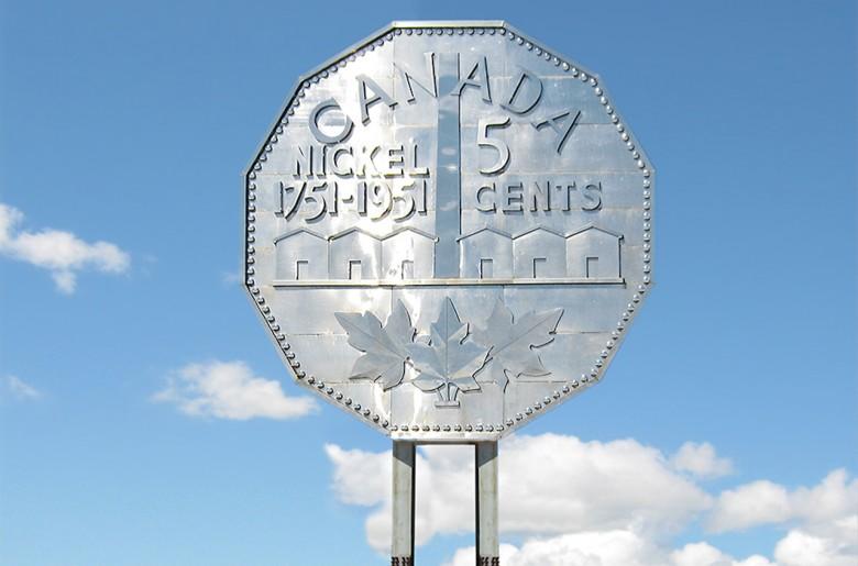 Réplique géante d'une pièce de monnaie