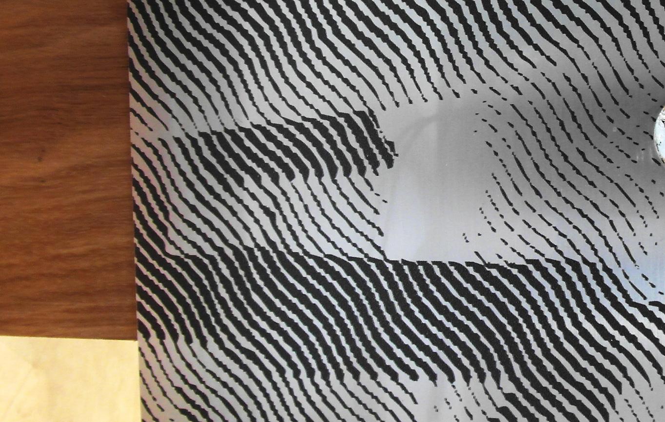Morceau de métal orné d'un motif imprimé