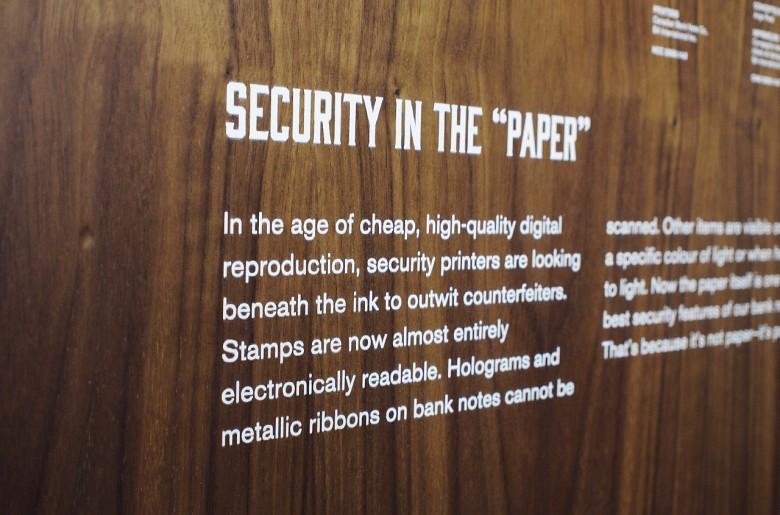 Texte imprimé sur du bois