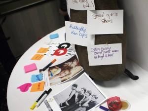photos de vedettes sur une table
