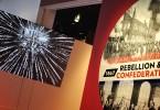 Exhibition titles and entrance / Affiche et entrée de l'exposition