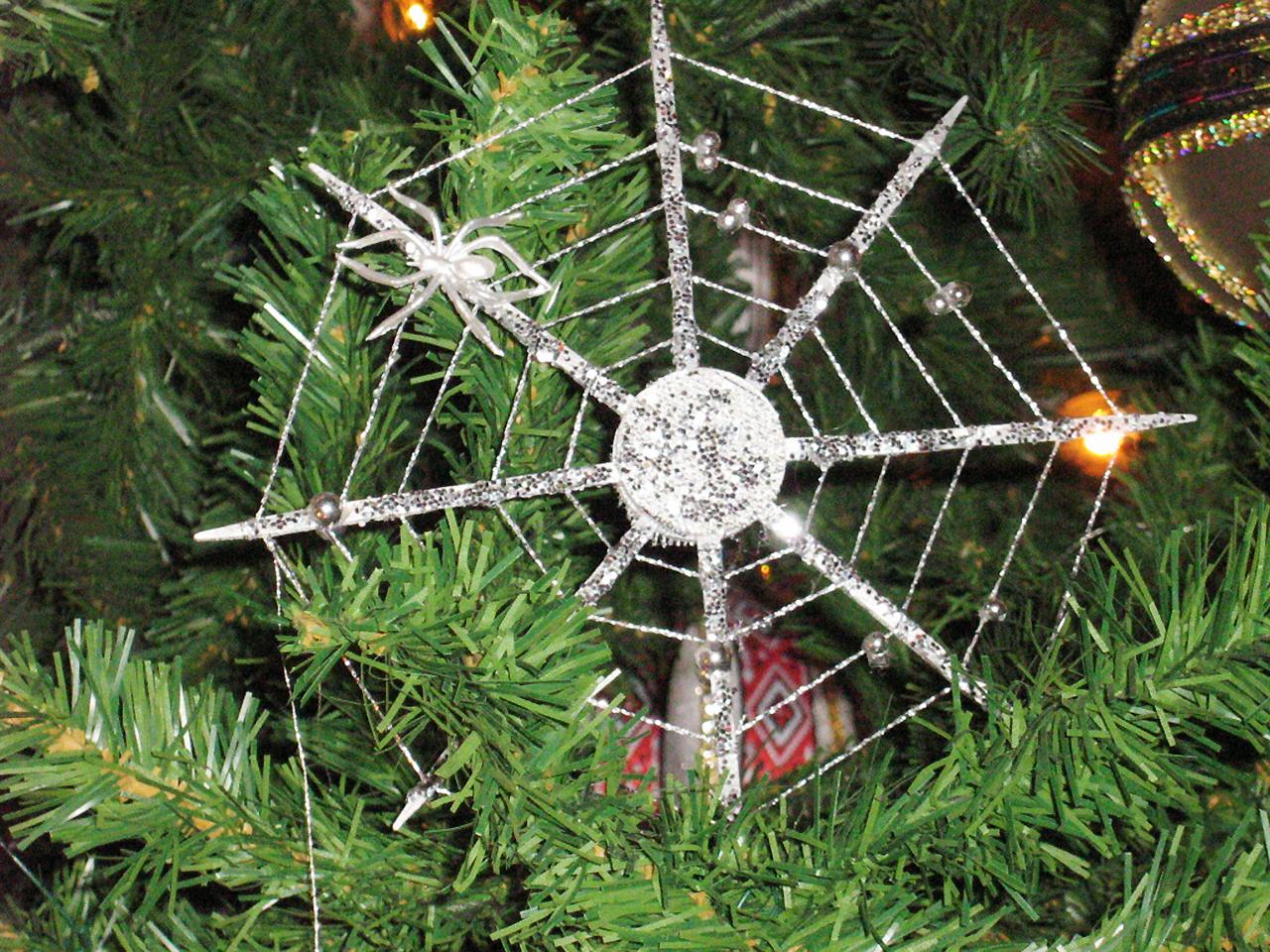 décor d'arbre de Noël en forme de toile d'araignée