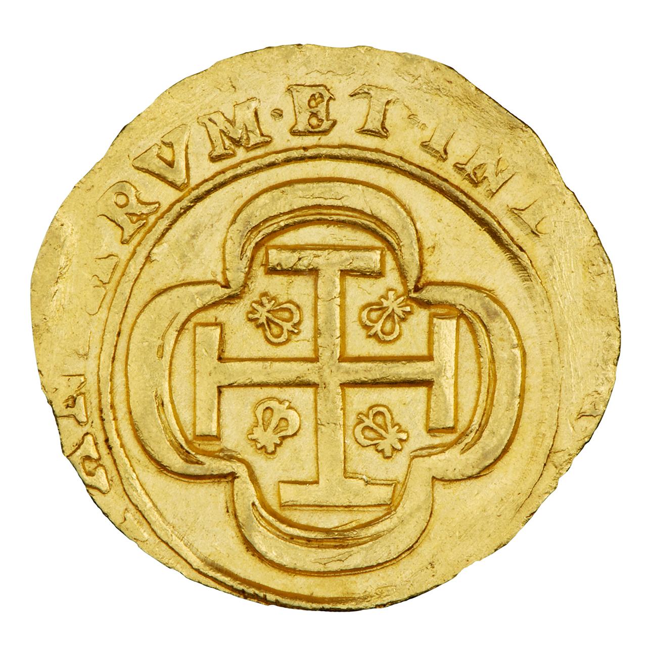 pièce d'or avec une croix en relief