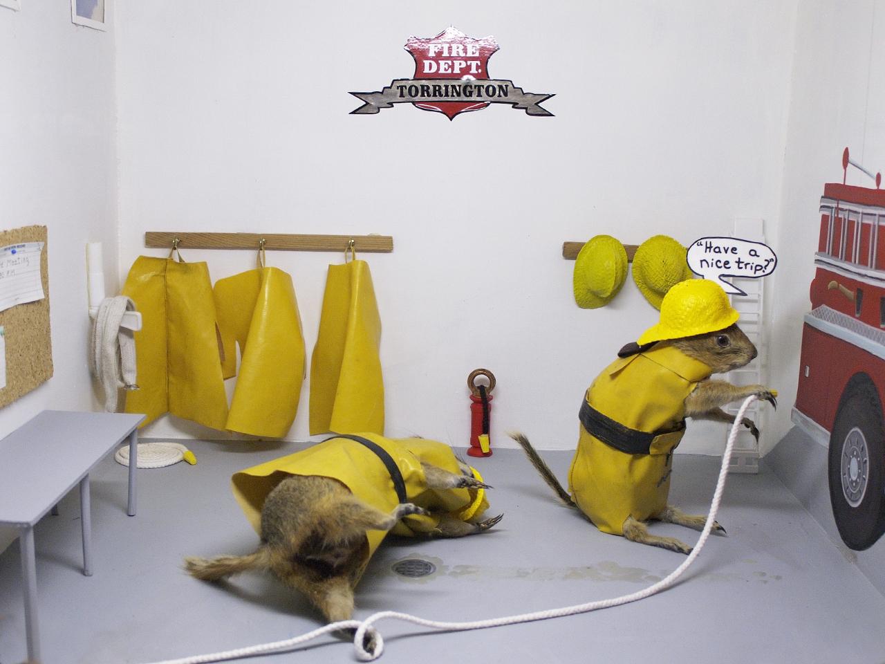 gauphres en tenue de pompiers