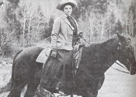 portrait d'une femme à cheval