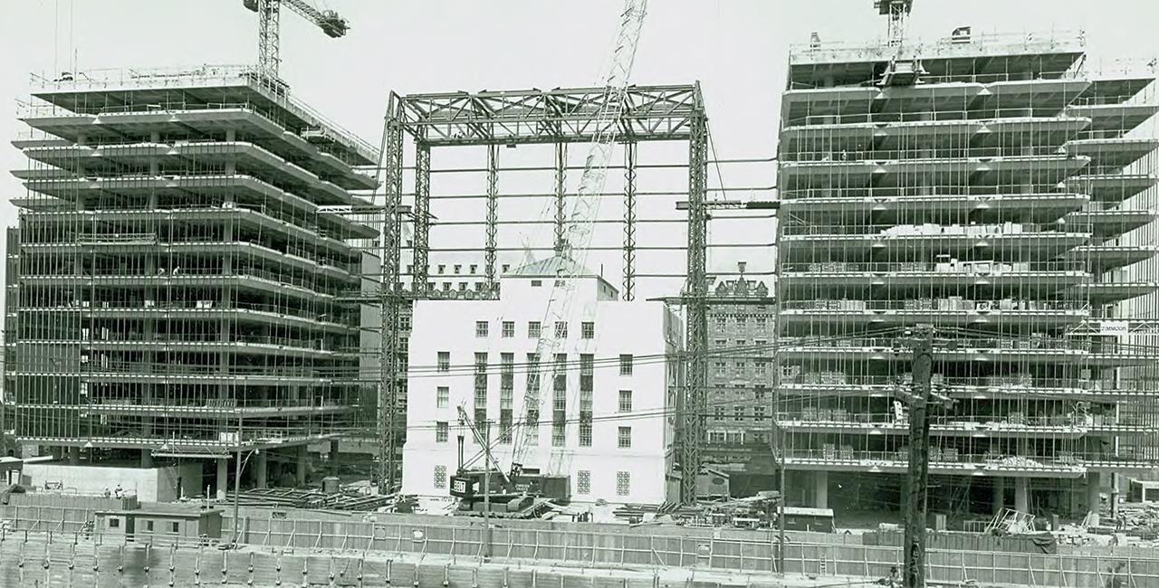 tour de bureaux en construction