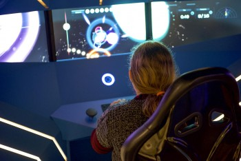 enfant devant un jeu vidéo