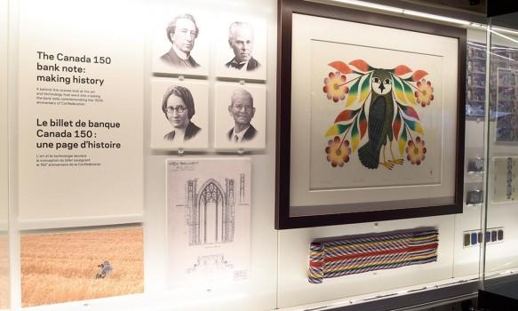vitrine d'exposition présentant le billet Canada 150