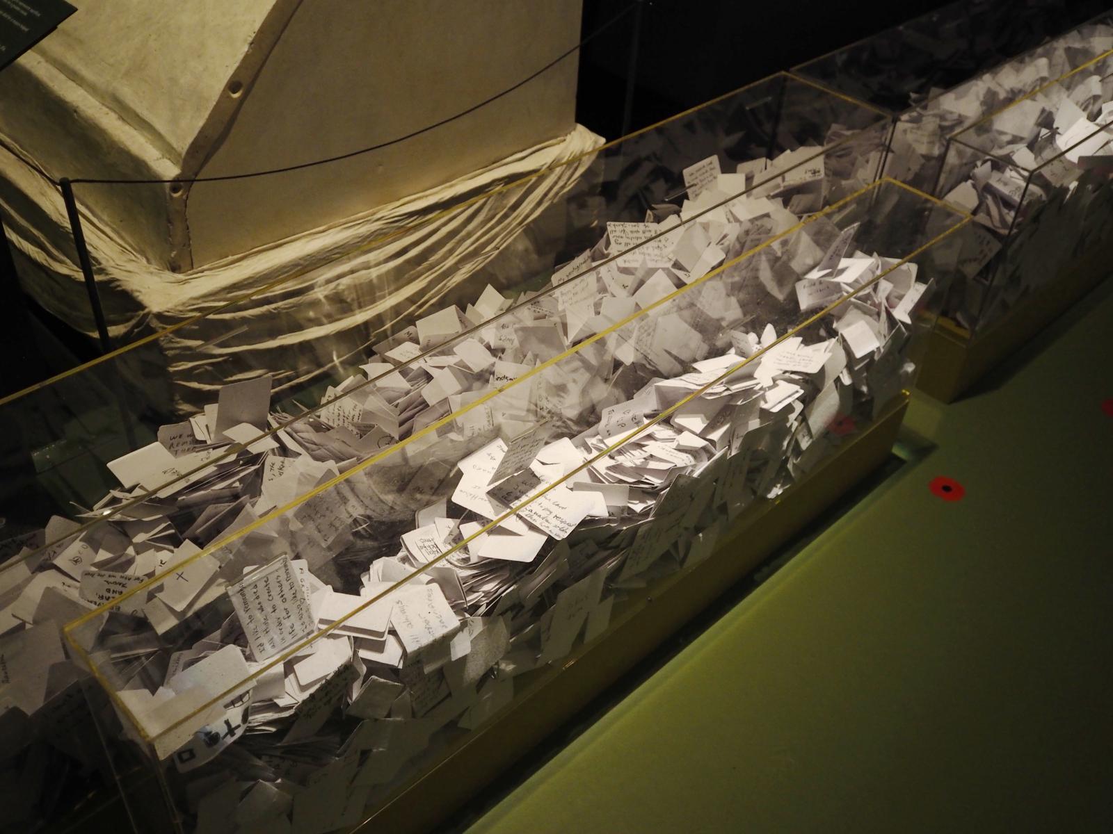 boîtes remplies de notes