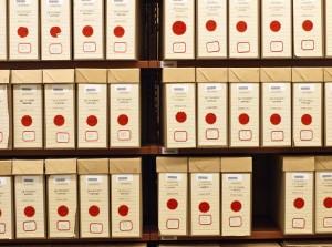 étagères de boîtes d'archives