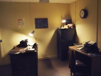 décor d'un bureau des années 1940 dans le musée