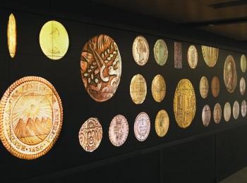 pièces d'or affichées sur un grand écran