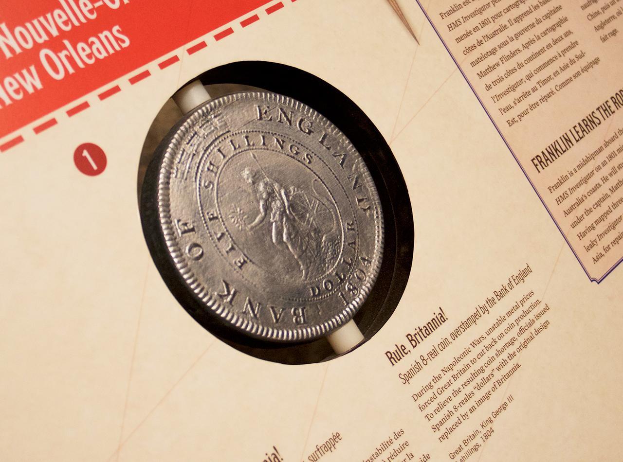 reproduction agrandie en plastique d'une pièce de monnaie