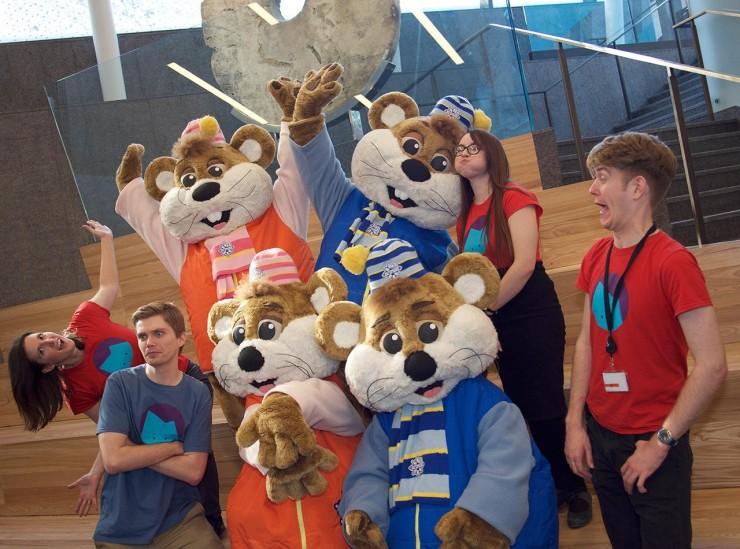 employés du Musée et mascottes d'animaux