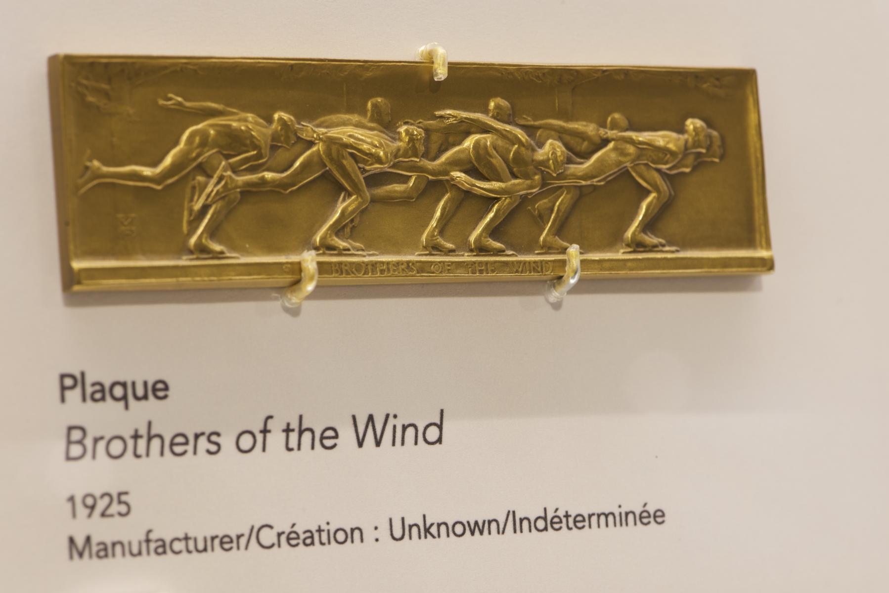 sculpture représentant des patineurs de vitesse