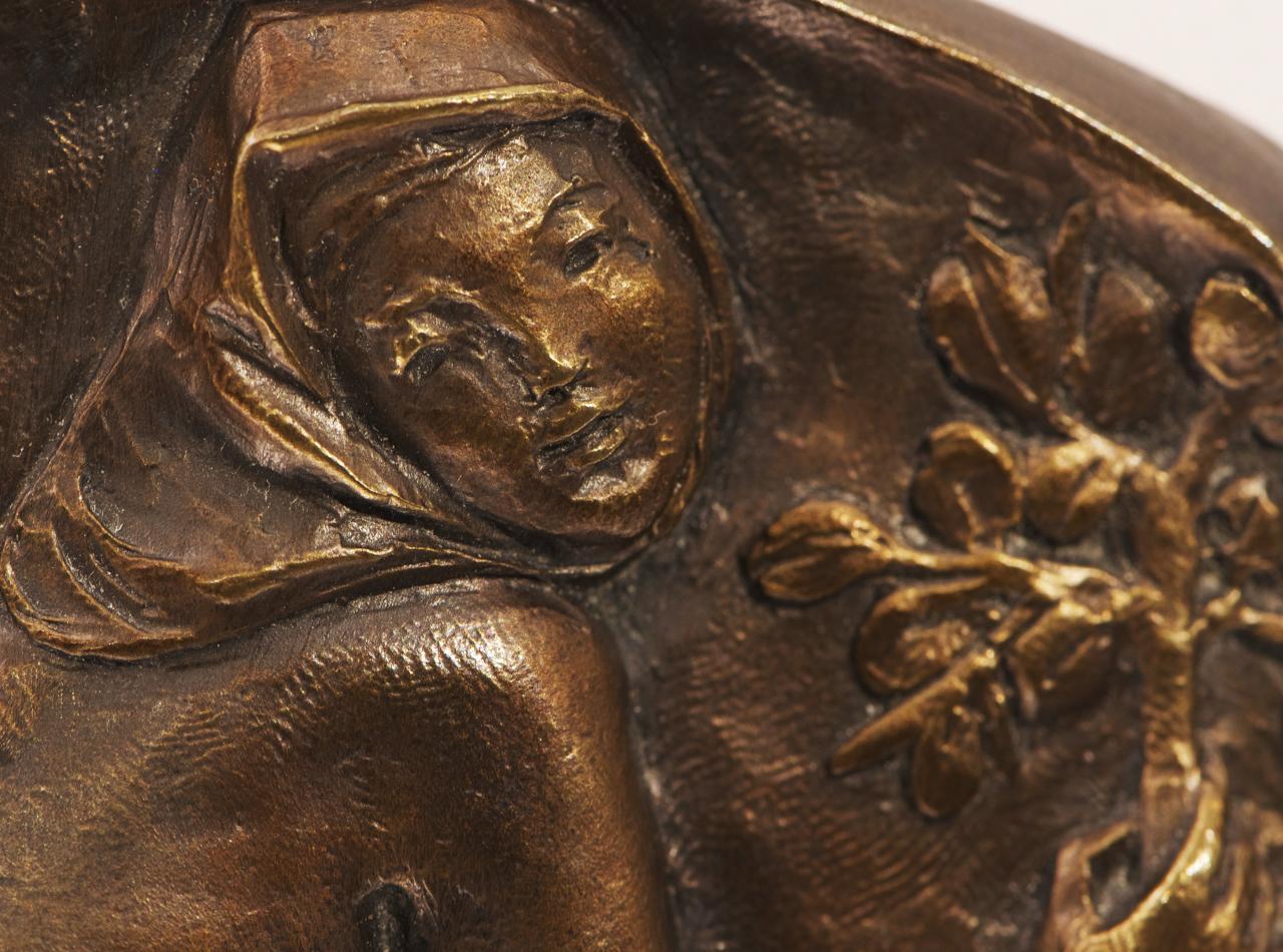 médaillon à l'effigie d'une femme