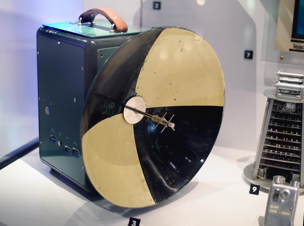 objet électronique avec une soucoupe