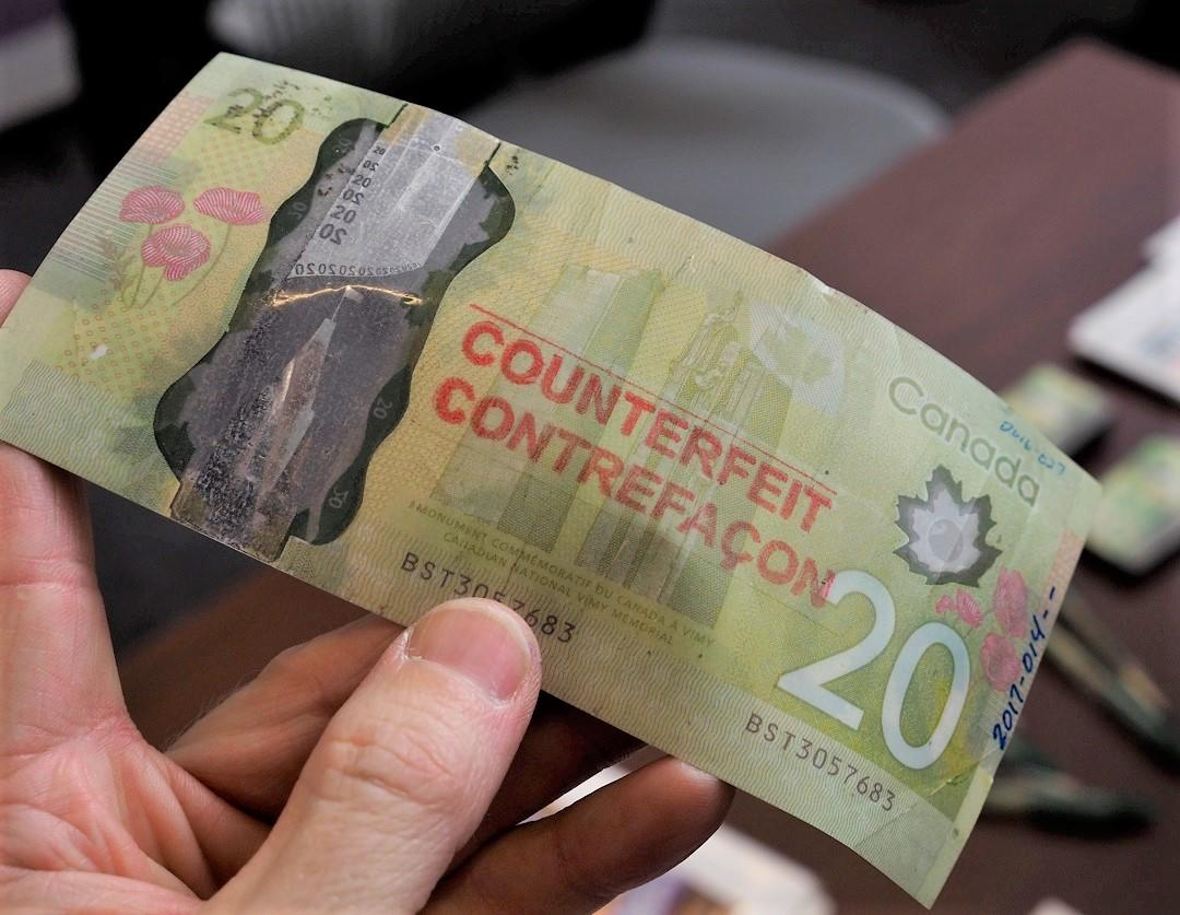 un faux billet canadien de 20 $