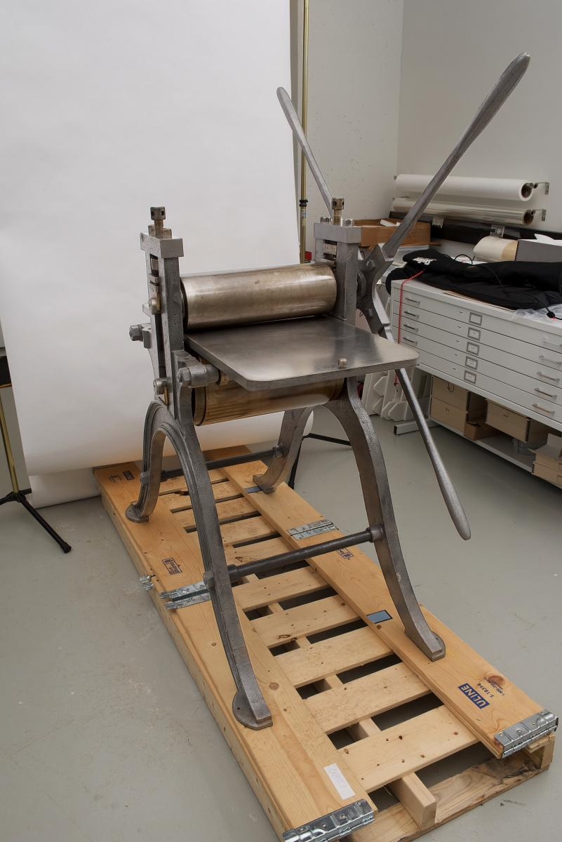 presse d'imprimerie du XIXe siècle restaurée dans l'atelier