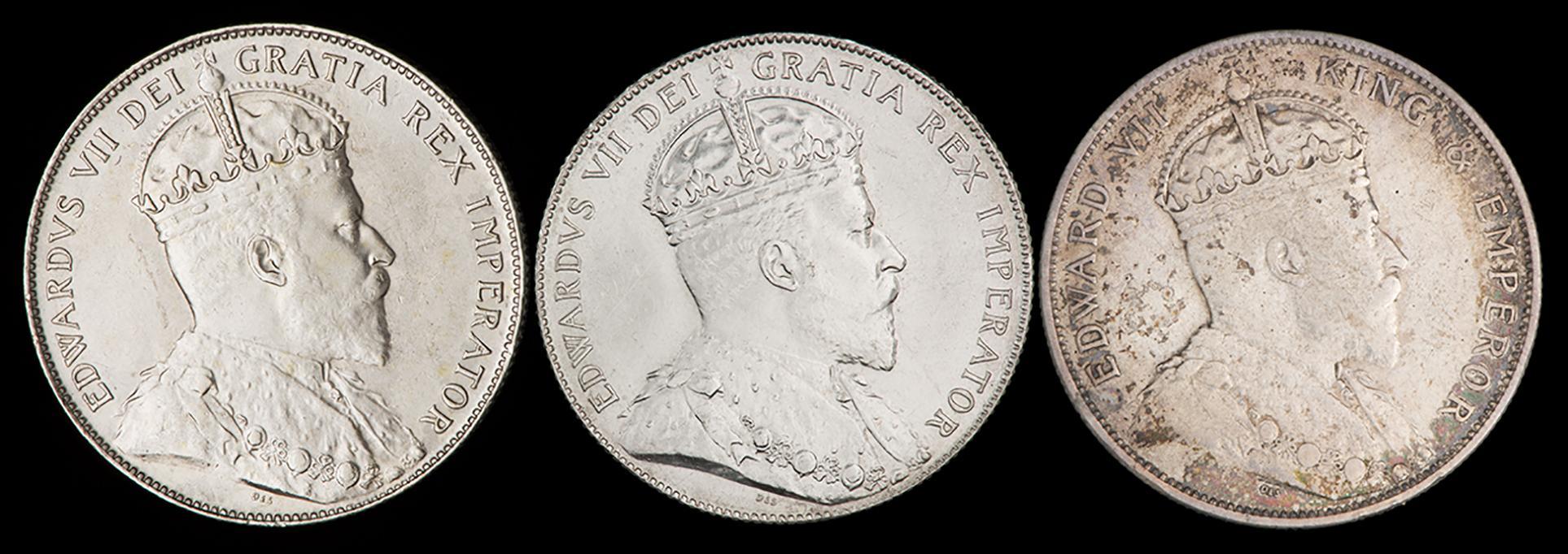 trois vieilles pièces de monnaie dont le côté face semble identique