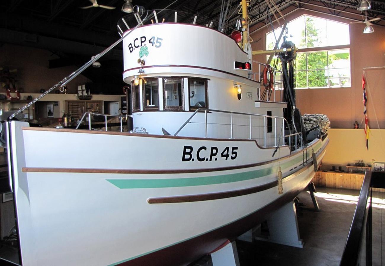 ancien bateau de pêche restauré, dans un musée