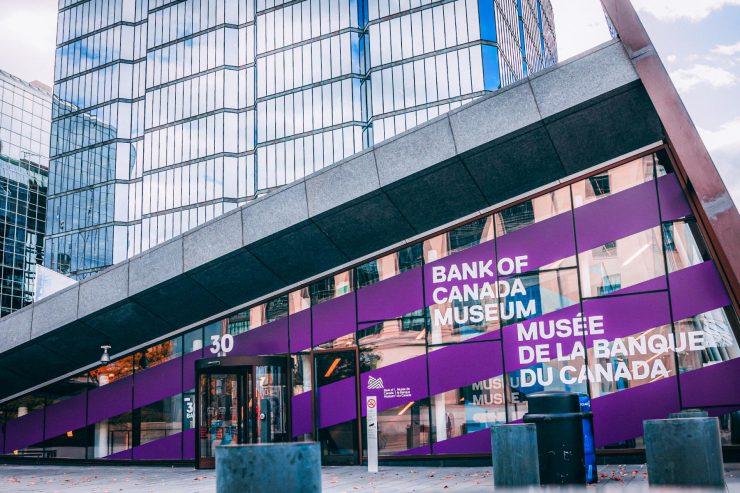 vue de l'entrée du Musée de la rue