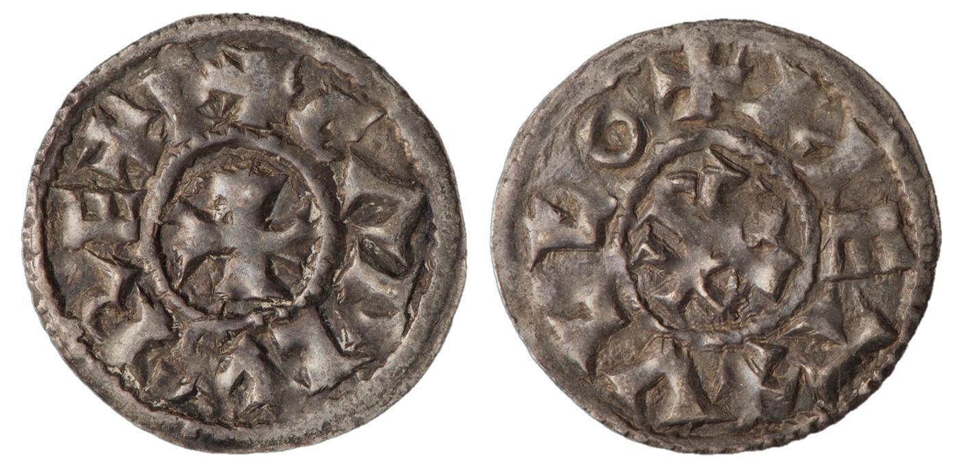 Deux faces d'une pièce de monnaie, avec une croix au centre et du lettrage sur le pourtour.