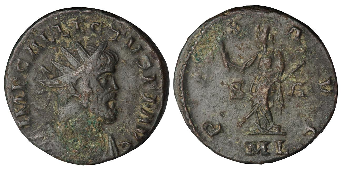 Une pièce de monnaie épaisse montrant le profil d'un empereur barbu d'un côté et de l'autre, une déesse.