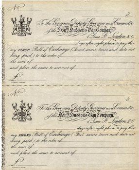 Petits documents jaunis sur lesquels figurent plusieurs lignes d'écritures fluides et les armoiries de la Compagnie, qui comprennent deux élans.
