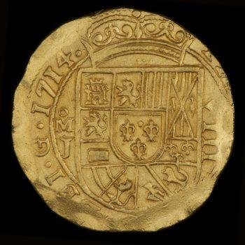 Avers d'une pièce de 8 escudos en or, grossièrement frappée, ornée d'armoiries.