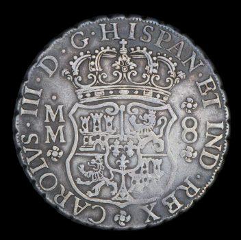 Avers d'une pièce de 8 réaux en argent présentant les armoiries de la monarchie dl'Espagne avec texte en latin.