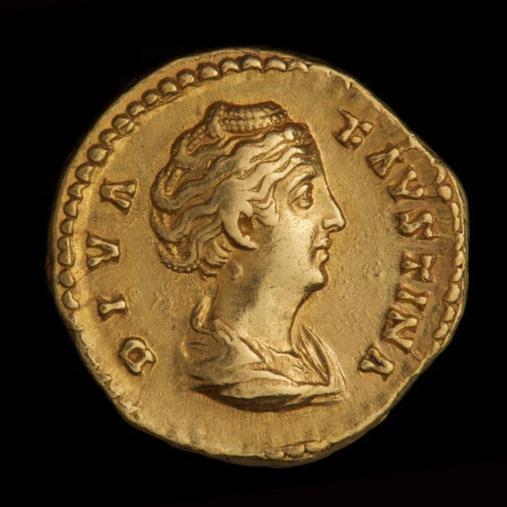 Pièce d'or montrant le profil droit d'une femme avec du texte autour