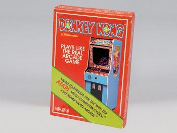 Boîte d'un jeu vidéo montrant une borne d'arcade